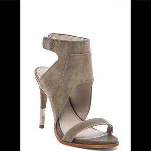Pour la Victoire Venga grey fog/silver heels